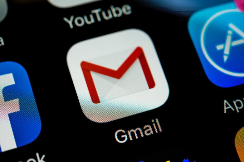 """crisstel.ro Semnalizare automată primire email placă Raspbery Pi Arduino Raspberry PI te anunța când primești e-mail vei realiza o mică aplicație ce va anunța primirea unui email nou Vei folosi doua leduri brick de culori diferite acestea fiind conectate la portul GPIO al plăcii Raspberry PI și se vor aprinde în mod diferit atunci când primești email-uri pe contul tău de Gmail Înainte de a instala scriptul asigura-te ca Raspberry bootează Raspbian """"wheezy"""" se afla conectat la rețeaua de internet și poate fi accesat printr-o sesiune SSH Vei avea două leduri brick care se vor aprinde în funcție de numărul de e-mail-uri primite"""