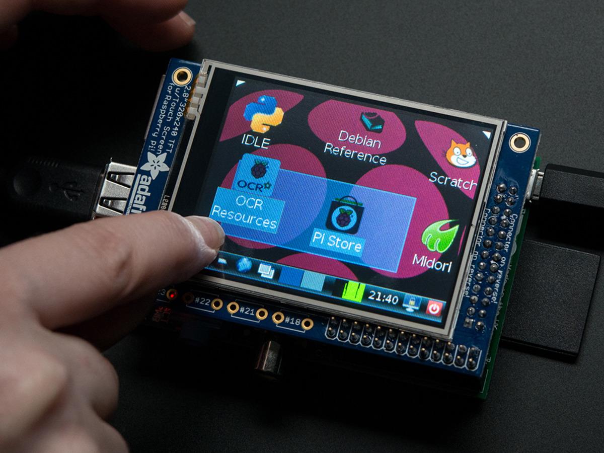crisstel.ro PiTFT și Raspberry PI PiTFT este un display de 2.8 inch cu o rezoluție de 320 x 240 pixeli și un ecran tactil construit special pentru placa Raspberry PI model A sau B Display-ul utilizează pinii SPI ai plăcii și doi pini separați ai portului GPIO Toți ceilalți pini GPIO sunt liberi pentru a fi utilizați Display-ul se conectează direct în portul plăcii Raspberry PI Display-ul PiTFT necesită lipirea unor barete de pini în găurile aferente afișajului Cum se conectează la placa Raspberry ? Tot ce trebuie sa faci este sa înfigi primul conector lipit anterior în pinii placii Cum se configurează ? Pașii de mai jos te vor îndruma cum să configurezi display-ul pentru a îți afișa terminalul sistemului de operare (Raspbian) sau interfața grafică
