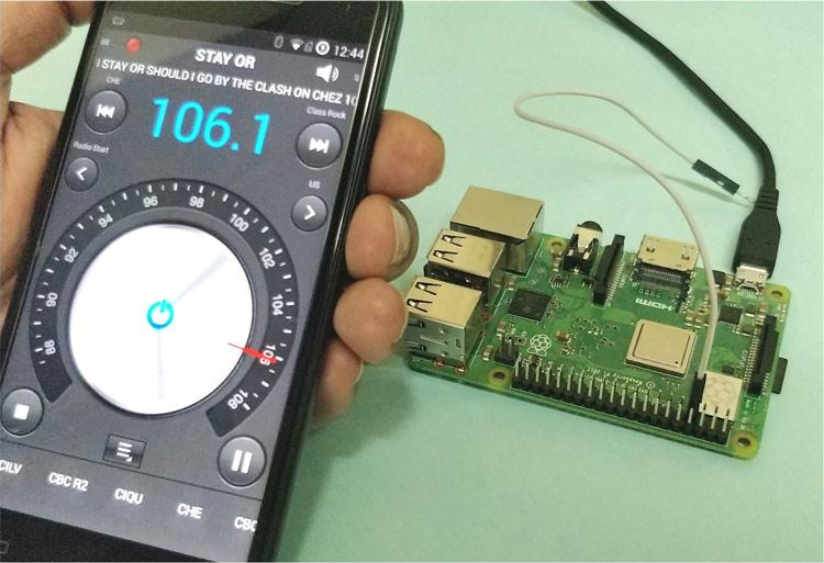 crisstel.ro Raspberry PI – Emițător FM radio În acest tutorial vei descoperi cum se poate transforma placa Raspberry PI într-un emițător FM. Poți asculta melodiile preferate pe o distanta relativ scurtă în jurul plăcii (câțiva zeci de metri) iar pentru a realiza acest lucru este nevoie de o antena Antena va fi un fir lung de 20 cm care se conectează la pinul GPIO4 sau pinul 7 ar trebui să dureze mai puțin de o jumătate de oră pentru a-ți configura propria stație de emisie FM și a emite într-o zonă locală ar trebui să poți acoperi o suprafață de 50 m rază care ar trebui să fie suficientă pentru a fi transmisă spre exemplu în școală