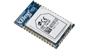 """crisstel.ro Rețele Xbee Ce sunt modulele Xbee ? Xbee reprezintă o familie largă de module radio destinate comunicațiilor radio punct la punct (point to point) și stea (star) la viteze de 250 kb/s Modulele radio sunt destul de flexibile în utilizare și funcționează cu un număr minim de conexiuni: 2 pini de alimentare (3.3V si GND) 2 pini de date (protocolul UART) și încă 2 linii Reset și Sleep Tutorialul acoperă câteva detalii cu privire la comunicația UART ce funcționează pe majoritatea microcontrolerelor Atmega folosind protocolul UART și o interfața adecvata poți citi pachetele de date generate de către un modul GPS folosind module Xbee poți sa transferi și sa recepționezi date pe distante mari dintr-un punct în altul sau sub forma de rețea Conectarea unui modul Xbee cu o placa Arduino se realizează destul de simplu deoarece nu îți sunt necesare decât 4 conexiuni Modulele Xbee sunt simplu de utilizat chiar și cu placa Raspberry Pi dar pentru a realiza acest lucru este necesara o configurare a plăcii pentru a """"înțelege"""" ceea ce transmite sau recepționează modulul radio Ceea ce trebuie sa faci pe o placa Raspberry este sa dezactivezi consola seriala SSH pentru a permite modulului Xbee sa comunice cu portul serial al plăcii Pi"""