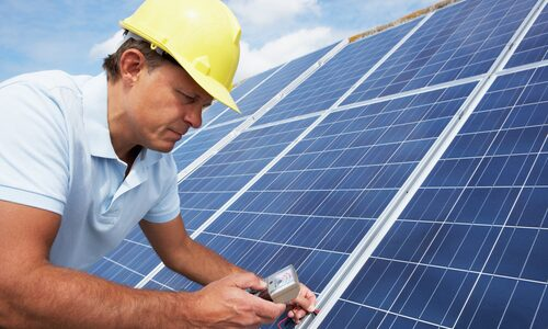 crisstel.ro Solar Power WiFi Test Implementarea unui proiect cu alimentare solară prezintă mai multe avantaje printre care, bineînțeles, se evidențiază independența de rețeaua electrică tradițională. dimensionarea soluției de alimentare Care este dimensiunea panoului solar? Ce soluție de stocare a energiei electrice alegem? Ce soluție de încărcare a acumulatorilor este cea mai potrivită? MPPT Solar Charger celule solare acumulator LiIon sau LiPo cu o singură celulă Curentul maxim de încărcare o placă de dezvoltare Adafruit Feather HUZZAH prin intermediul conexiunii WiFi către serviciul cloud iot.robofun.ro . LiPo Fuel Gauge alimentarea plăcii de dezvoltare prin intermediul unei magistrale I2C