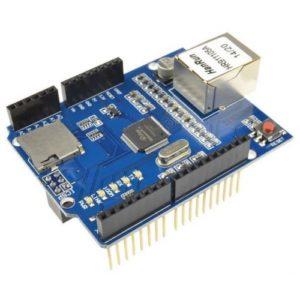 """crisstel.ro Ethernet Shield Arduino se poate conecta la Internet exact ca un PC obișnuit. Poate funcționa în regim de client (accesând alte site-uri web din Internet așa cum faci tu când navighezi pe Internet) sau poate funcționa în regim de server web poți face ca Arduino împreună cu Ethernet Shield să citească date de la senzori de mediu serviciu dedicat pentru culegere și stocare de date de la senzori poți folosi un senzor de umiditate montat într-un ghiveci Arduino îți va trimite mesaje pe Twitter spațiu comun în care se pătrunde pe baza de card-uri RFID poți face ca Arduino să se conecteze la serverul weather.com HTML este un mod de reprezentare a informației vizuale Poți vedea exact codul HTML al unei pagini dacă folosești opțiunea """"view source"""" din browser informația suplimentară legata de formatarea în pagina și de header HTTP este deja interpretata și folosita de browse"""