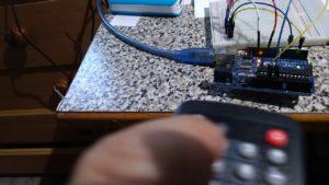 crisstel.ro Telecomandă universală Arduino în infraroșu În acest tutorial vei afla cum se poate realiza o aplicație pe platforma Arduino care să se comporte ca o telecomandă universala IR sau să primească un set de comenzi de la o telecomanda de TV vei putea să îți controlezi televizorul sau aerul condiționat direct din Arduino (cu comanda peste Internet sau bluetooth) Poți controla diverse aparate care accepta comenzi IR roboți sau se poate realiza o comunicație între doua platforme Arduino platforma poate recepționa și interpreta diverse comenzi de la o telecomanda de TV și ar putea sa realizeze comanda unui motor, modificarea unghiului unui servomotor, aprinderea/stingerea unor led-uri de putere mare, joc de lumini, textul care defilează pe o matrice de leduri Să luăm exemplul unei telecomenzi RC5 Pentru asta vei deschide și vei încărca în Arduino sketch-ul IRrecvDump