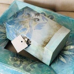 "Activități cadou – DISCOUNT 9% la achiziția voucherului ""Cutie de lemn pictata manual si personalizata 22cm/18cm/11cm"""