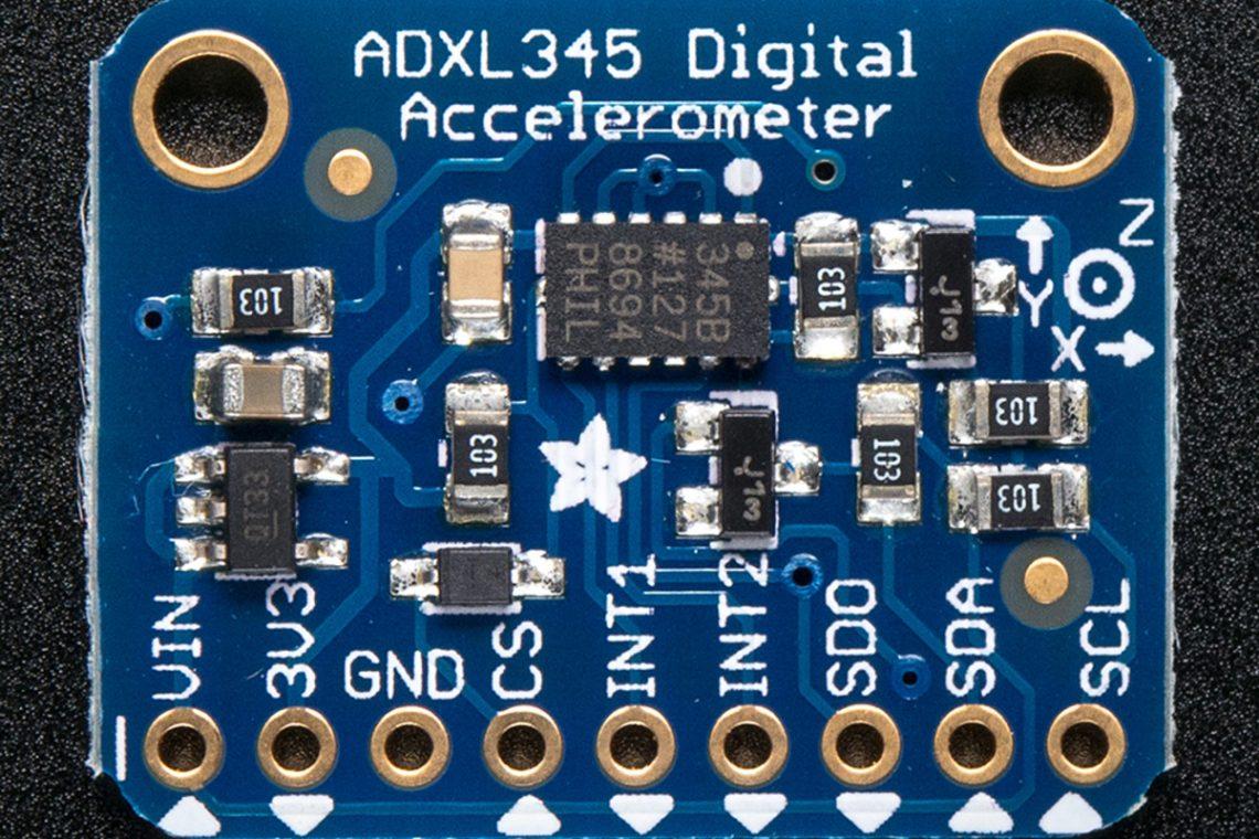 crisstel.ro RaspberryPI și ADXL345 ADXL345 este un accelerometru de dimensiuni mici are un consum redus de energie iar măsurătorile efectuate pe cele 3 axe au o rezoluție mare ADXL345 este foarte potrivit pentru măsurători ale accelerației statice a gravitației în aplicații care sesizează bascularea dar și accelerația dinamică rezultată din mișcare sau șocuri Accelerometrul are o rezoluție mare (4 mg/LSB) și permite măsurarea schimbărilor de înclinație mai mici de 1,0° Sesizarea activității și inactivității depistează prezența sau lipsa mișcării și dacă accelerația pe oricare axă excede un nivel setat de către utilizator Sesizarea bătăilor ușoare depistează bătăile simple sau duble Sesizarea căderii libere depistează dacă senzorul se afla se află în cădere Aceste funcții pot fi mapate pe unul din doi pini de ieșire de întrerupere Un accelerometru poate funcționa și în moduri cu consum redus de energie În acest tutorial vei programa placa Raspberry PI să afișeze pe un shield LCD 20x4 accelerațiile corespunzătoare celor 3 axe Vei avea nevoie de următoarele componente: • O placa Raspberry PI; • Un shield LCD 20x4 pentru Raspberry PI; • Un senzor ADXL345; • Fire pentru conexiuni; • Breadboard; • O sursa de alimentare pentru placa Raspberry PI (5V).