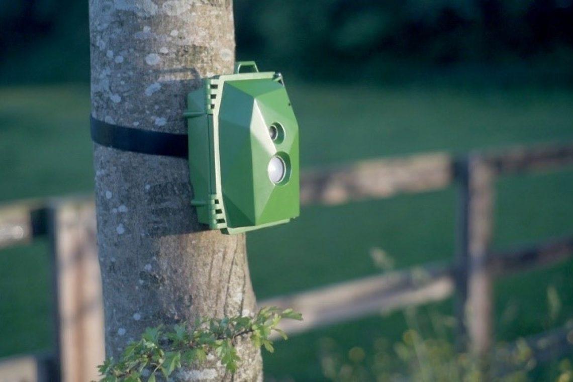 crisstel.ro Cameră video GSM majoritatea camerelor de supraveghere sunt camere digitale IP Camerele de supraveghere video sunt deja o tehnologie comună este posibilă stocarea înregistrărilor video pe sisteme aflate la mare distanță O categorie specială de sisteme de supraveghere video sunt camerele ce funcționează în lipsa unei infrastructuri Internet obișnuite (cablu sau WiFi) sistemele de supraveghere ce funcționează în locații izolate camere de supraveghere a unor zone sălbatice camere de supraveghere a vânatului Aceste camere pot înregistra doar local imaginile surprinse Materialul de față își propune să prezinte o modalitate de construire a unei astfel de camere video ce permite transmisia imaginilor la distanță prin intermediul unui modem GSM vom folosi de o placă Raspberry Pi Zero