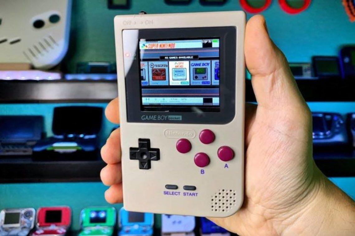 crisstel.ro Consola de jocuri Gameboy cu Raspberry PI Consola Gameboy Consola de jocuri prezentată în tutorialul de astăzi este realizată prin procesul de imprimare 3D având la baza o placa Raspberry PI și un ecran PiTFT 320x240 cu touchscreen Carcasa consolei realizată la imprimanta 3D este special construită după celebra consolă Gameboy și odată construită consola poate rula o sumedenie de jocuri Cum se construiește carcasa ? Dacă ai la dispoziție o imprimanta 3D atunci construcția carcasei este destul de simplă și iți va lua câteva ore timp în care imprimanta 3D proiectează strat cu strat componentele carcasei Nu este necesar să printezi carcasa în culoare neagră așa că poți alege orice culoare dorești Tutorialul de mai jos iți va explica în termeni generali cum se printeaza 3D un obiect respectiv carcasa consolei de jocuri Tutorialul de fata nu acoperă partea de configurare a aplicației Cura și partea de configurare a aplicației Repetier