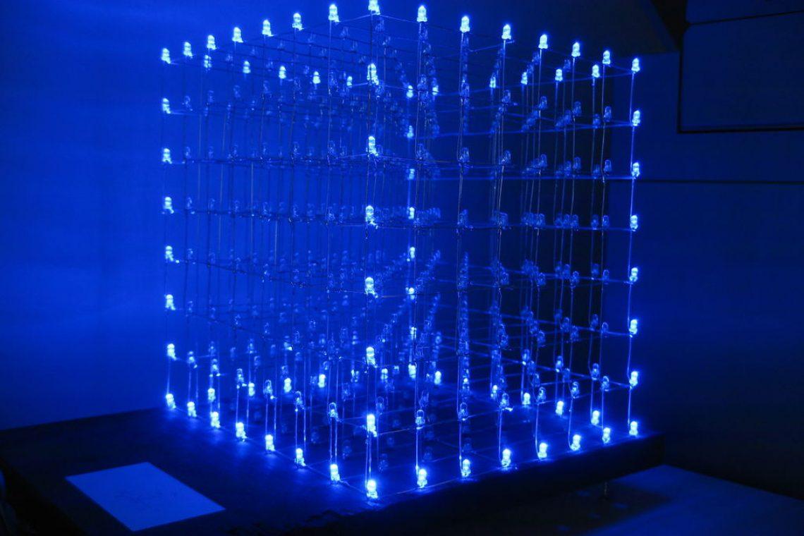 crisstel.ro Cub de LED-uri și Arduino Cuburile de LED-uri sunt utilizate în special pentru efecte luminoase și jocuri de lumini LED- urile sunt aranjate sub forma unui cub și sunt alimentate prin drivere specializate pentru astfel de efecte Cuburile de LED-uri sunt utilizate mai ales în cadrul petrecerilor sau pur și simplu pentru a lumina o camera într-un mod special LED-urile sunt aranjate sub forma unui cub și sunt alimentate prin drivere specializate pentru astfel de efecte Cuburile de LED-uri sunt utilizate mai ales în cadrul petrecerilor sau pur și simplu pentru a lumina o cameră într-un mod special Cuburile RGB sunt capabile să reproducă mult mai multe nuanțe de culori decât cele simple dar prezintă și o complexitate mai mare în construcție Se poate construi un cub de LED-uri de o singură culoare folosind o placa Arduino și câteva componente electronice