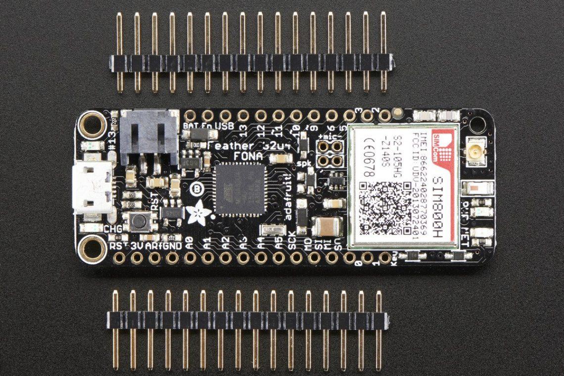 crisstel.ro IoT UV Monitor lumina solară raze ultraviolete Monitorizarea nivelului de radiații UV indexul UV cloud Robofun IoT placă de dezvoltare Adafruit Feather 32U4 FONA senzorul digital I2C Si1145 acumulator LiPo de 3.7V cartelă GSM 2G capabilități de transfer de date