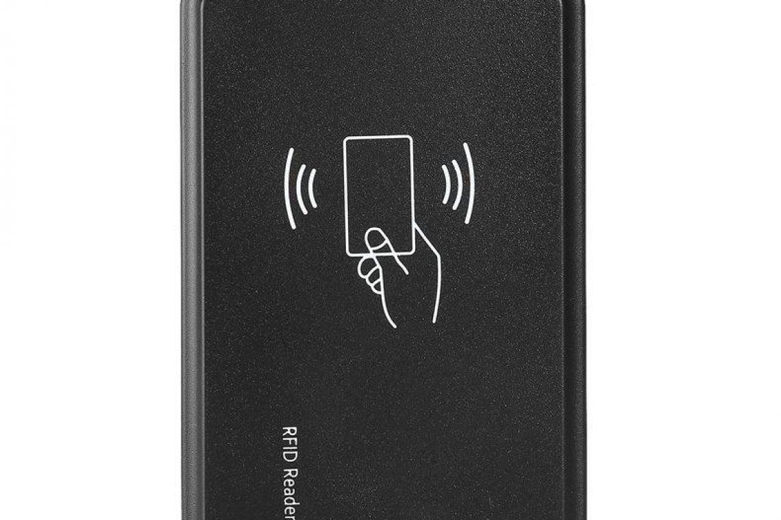 În următorul tutorial vei utiliza un Arduino UNO și un cititor RFID pentru a citi diverse tag-uri care pot fi folosite la un sistem simplu de securitate sau la identificarea unor obiecte Arduino UNO si cititorul RFID ID-12 RFID este prescurtarea de la termenul Radio-Frequency Identification Atunci când tag-ul se afla la mai putin de 5 cm de antena acesta răspunde cu un cod unic format din 12 digiți Cititorul preia codul unic și îl transmite mai departe către Arduino Cititorul RFID ID-12 se conectează la adaptorul USB Alimentarea adaptorului o vei face din Arduino Dacă vei apropia tagul RFID de cititor acesta va produce un sunet scurt și se va aprinde led-ul