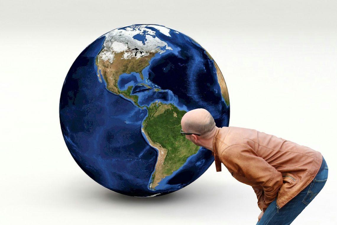 Când vrem să ne orientăm în teren după punctele cardinale (Nord, Est, Sud și Vest), drept origine considerăm o linie imaginară care corespunde direcției Nord- Sud și care trece prin polii geografici ai Pământului adică Polul Nord și Polul Sud.